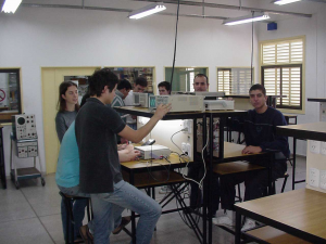 foto laboratorio electrónica
